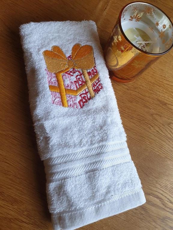 Kerstcadeau-handdoekje-met- kaars.jpg